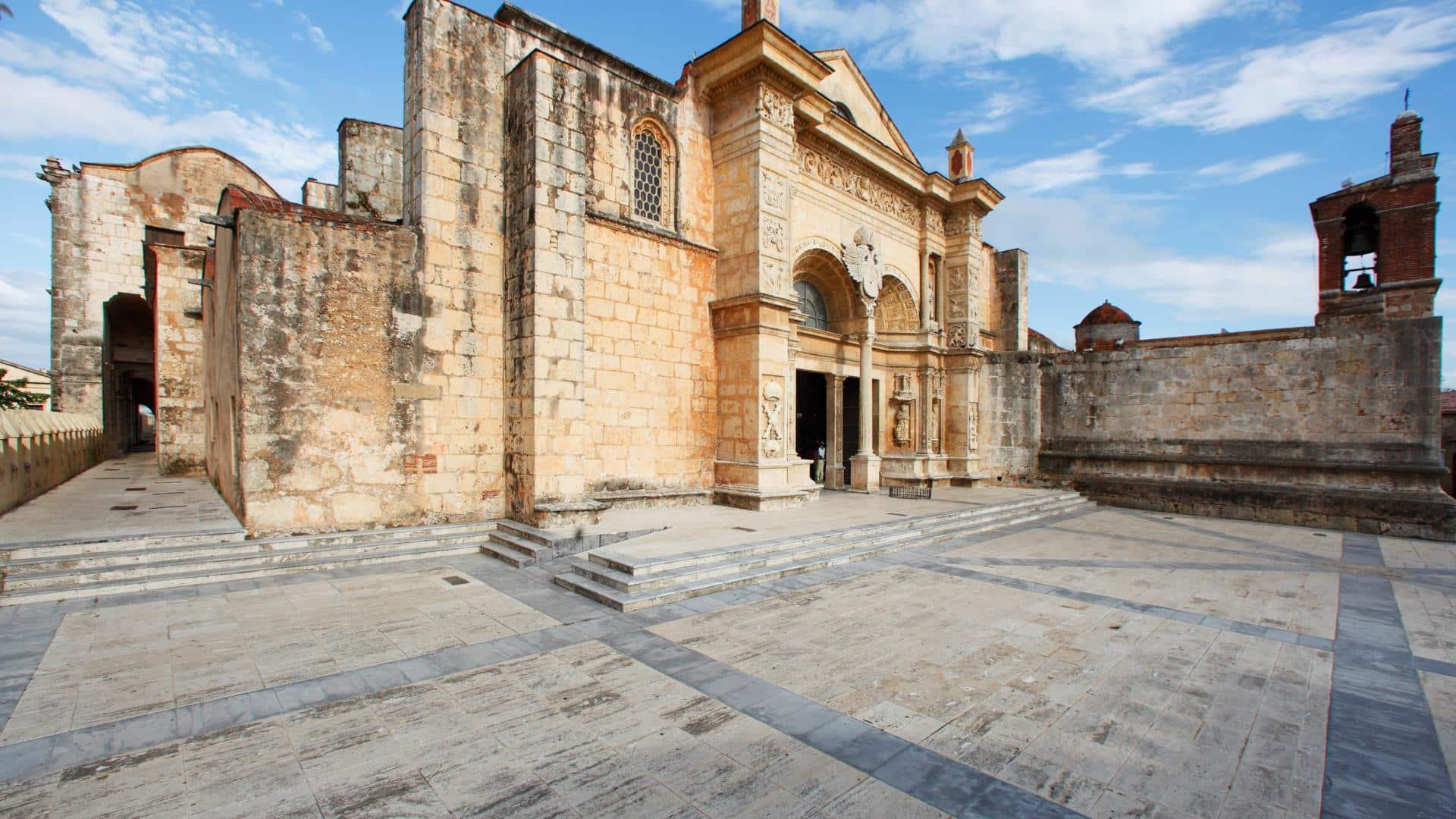 dominican_republic_travel_118_santo_domingo_cathedral_zona_colonial_1920
